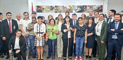 Mtess y Fundación Once brindarán 63 cursos de capacitación laboral a personas con discapacidad visual