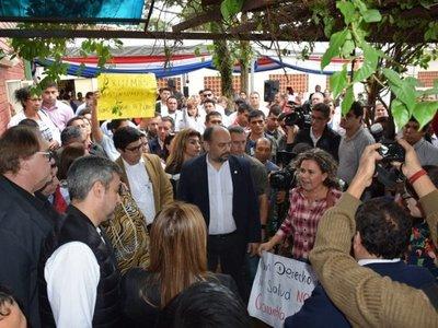 Mario Abdo ironiza ante reclamo de manifestantes en Ciudad del Este