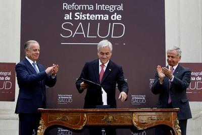 Piñera presenta reforma integral de los sistemas de salud público y privado