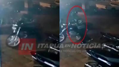 GRACIAS A IMÁGENES DE CIRCUITO CERRADO RECUPERAN MOTOCICLETA.