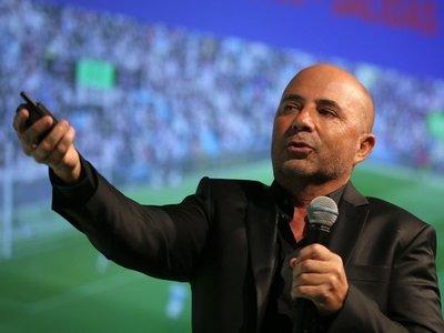 Sampaoli dice que fútbol de calidad es sudamericano pero Europa se lo lleva