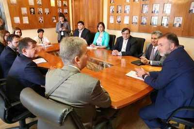 Gobierno analiza oportunidades de cooperación para fomentar inclusión social