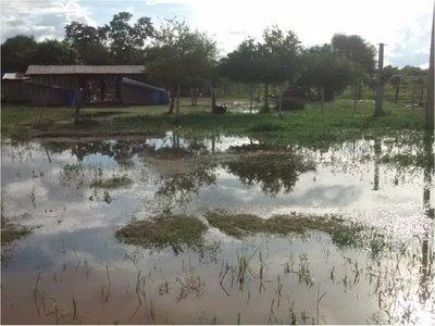 Pobladores de colonia María Auxiliadora bajo agua y aislados tras intensas lluvias