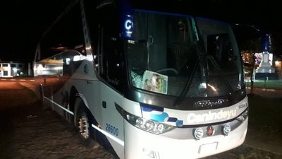 Bus atropella y mata a un hombre en Cnel. Oviedo