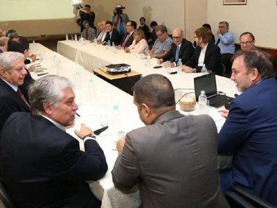 Marito analiza la reforma fiscal con ministros y gremios definen postura