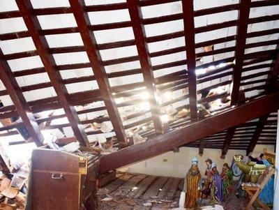 Especialistas de la SNC verifican el techo caído del templo de Paraguarí