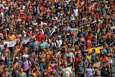 Marcha indígena llega a Brasilia para protestar contra Bolsonaro