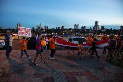 En Paraguay la corrupción se combate con sartenes, papel higiénico y huevos