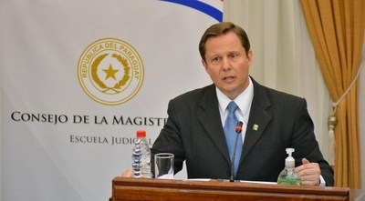 Ministro propone enviar al Congreso Ley Antichicanas