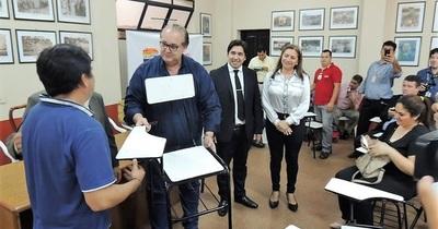 Gobernación entrega mobiliarios a instituciones educativas