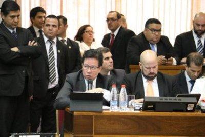 Contralor solo cuestionó formalidad y no desmintió acusaciones, dice diputado