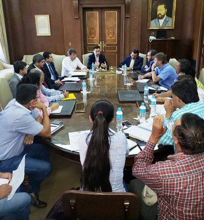 Consensúan posibilidad de compra de deuda para que sector campesino salga de la morosidad