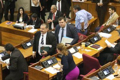 Senado levanta sesión tras renuncia de contralor