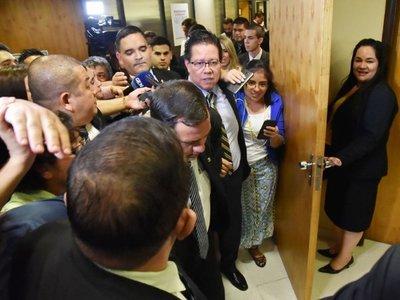 Otra victoria ciudadana:  El contralor fue forzado a dimitir