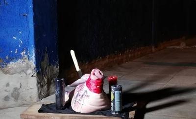 HOY / Paje en Luque: cabeza de chancho con cuchillo y un atento mensaje