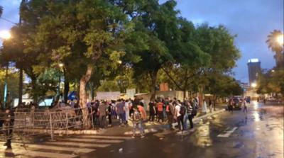 HOY / Senado trata hoy desbloqueo: llegan manifestantes y calles están clausuradas