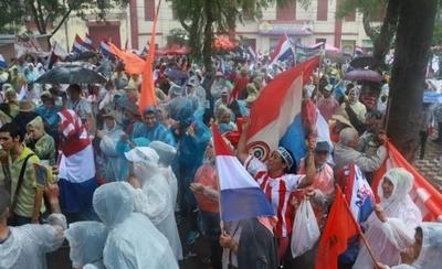 "Manifestantes despotrican contra Friedmann: ""Atajate, Rodolfito, porque se levanta al pueblo"""