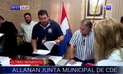 En busca de caja paralela, allanan Junta Municipal de CDE