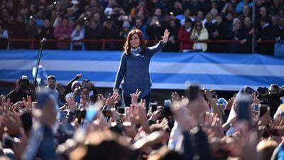 Kirchner lanza su libro y crece expectativa sobre su candidatura