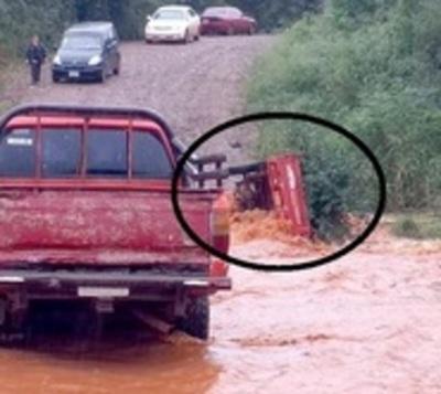 Adolescente fallece ahogada tras caer a un arroyo