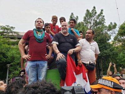 Payo Cubas y manifestantes acamparán tres días en la plaza