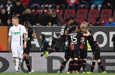 Leverkusen golea y se acerca a Europa