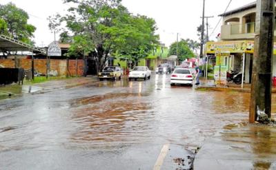 Pavimentación no prevé desagüe, por lo que avenida se inunda