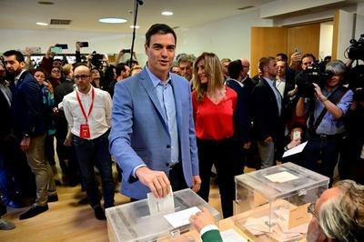 España vota en masa: Sánchez favorito y la extrema derecha al acecho