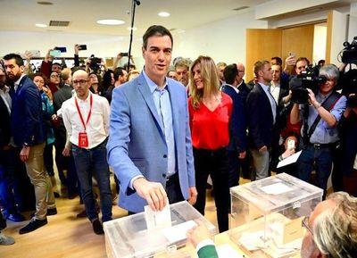 Tras victoria socialista, España afronta semanas de negociaciones para formar gobierno