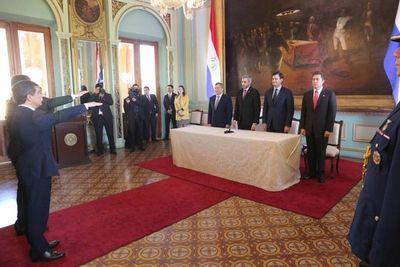 Titular de la Corte participó en juramento de embajadores