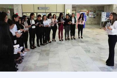 Estudiantes se interiorizan sobre oficina forense