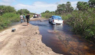 Aislados por inundaciones claman ayuda