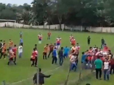 Arquero golpeó a su contrario y se armó una batalla campal