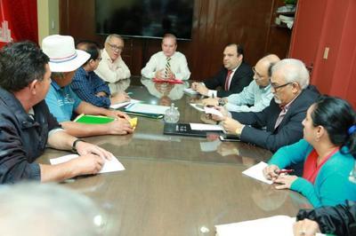 Ministros conversaron con dirigentes sociales sobre construcción de viviendas
