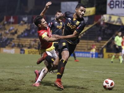 Paridad sin goles entre Guaraní y el Deportivo Santaní en Dos Bocas