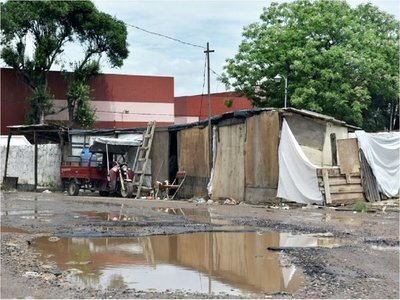 Crecida del río: Estadía de familias en refugios de Asunción puede prolongarse