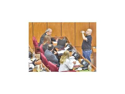 En sesión del jueves se vuelve a incluir discusión sobre la banca de Payo Cubas