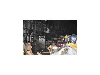 Incendio afecta depósito de shopping