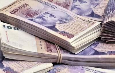 El dólar cae fuerte ante peso argentino tras nuevas medidas de Banco Central