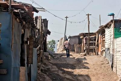 Presentan libro sobre salud y pobreza urbana desde una mirada interdisciplinar