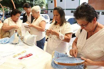 """Mañana """"Feria Kuña Rembiapo"""" en la Escalinata"""
