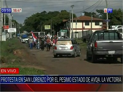 Cansados de los baches, sanlorenzanos cierran avenida