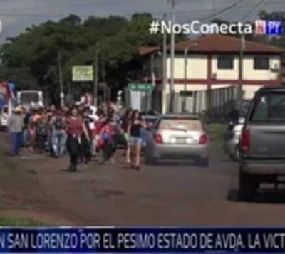Sanlorenzanos cierran avenida de La Victoria, cansados de los cráteres