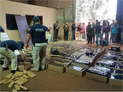 Hallan más de 4 toneladas de presunta marihuana en depósitos de Capiatá