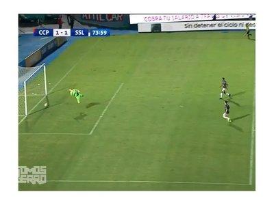 El bochorno del año: la pelota picó afuera pero línea dio como gol