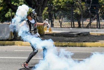 Guaidó anuncia una huelga y manifestación