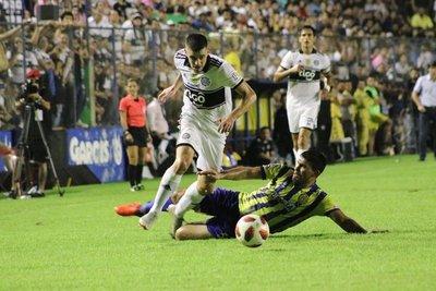 Deportivo Capiatá empata a Olimpia en tiempo de adición