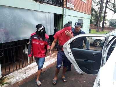 Detienen a motochorros que acababan de despojar a una mujer de su cartera