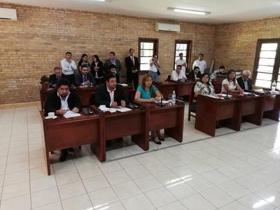 Esperan ser recibidos por concejales durante sesión de la Junta