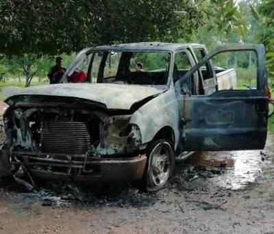 Terror acentuado: queman camioneta de manifestante
